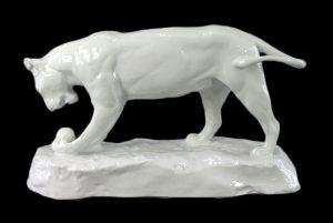 Эта Рихтер Играющая львица (1909) 19 см Шварцбургские мастерские фарфорового искусства black