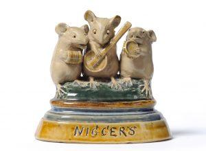 ФОТО 1. Мышиная группа «Негры», 10 см, керамика, Джордж Тинворт.
