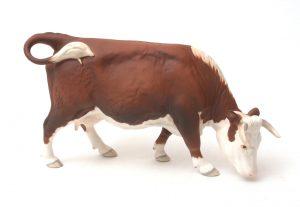 ФОТО 13. «Корова херефордской породы», 15,5 см, дизайнер Г. Тонг, с 1989 по 1996 г.г.