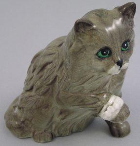 ФОТО 14. «Персидская кошка с перебинтованной лапой», 8,5 см, модельер Мартин Элкок