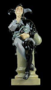 ФОТО 5. Шут в чёрно-лавадовом (1916-38 г.г.). Модель  Чарльза Ноука (1858-1941).black